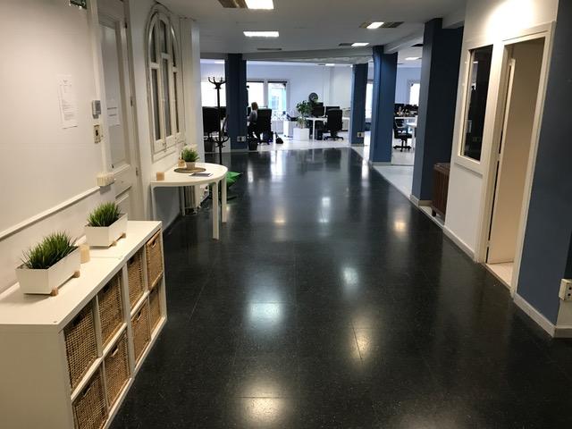 Oficina con luz y start up oficina compartida en barcelona for Oficina compartida barcelona