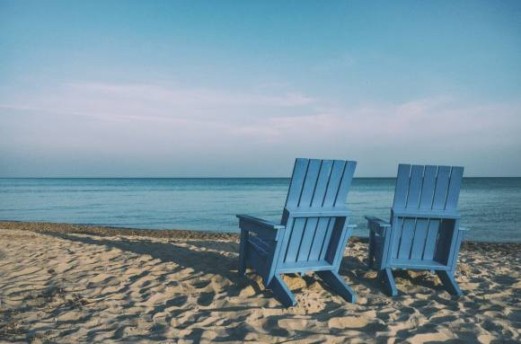 5 coworking spaces with beach